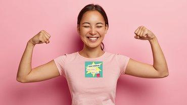 Junge Frau Energie Logo Jubel Freude Muskeln stark